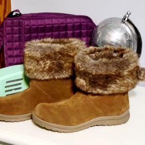 Minnetonka size 8 boots